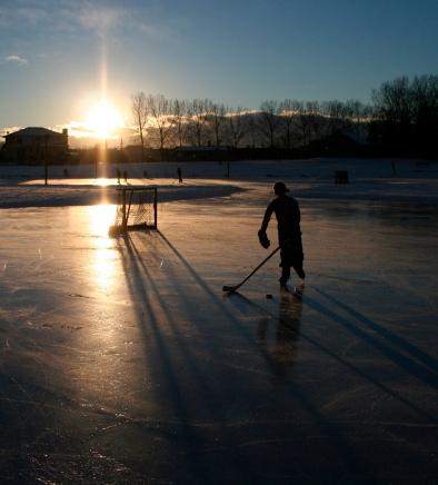 Shinny sur l'étang au coucher du soleil