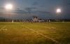 Un terrain de soccer illuminé en fin de journée